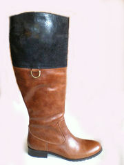 Элегантные коричневые сапоги женские кожаные на низком каблуке. Приятн